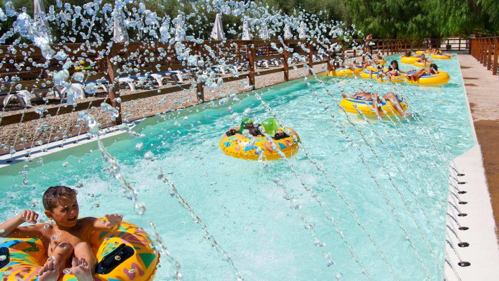 Childrens' lazy river